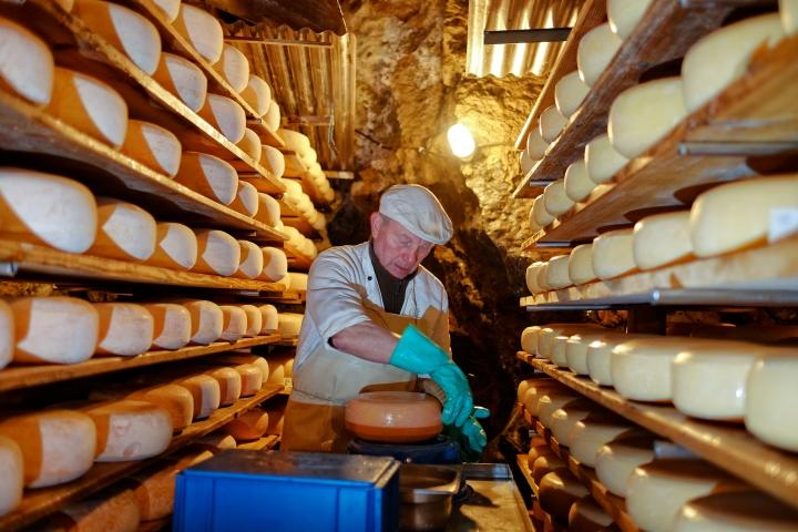 attahöhle käserei atta käse