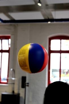Phänomenta Ball im Luftstrom