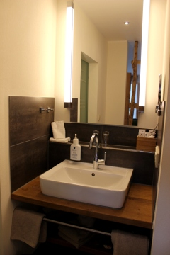 Steinbergs Wildewiese Hotelzimmer Waschbecken