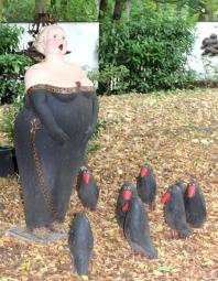 Torhaus Möhnesee Skulptur Frau