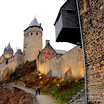 Burg Altena Aufweg hell