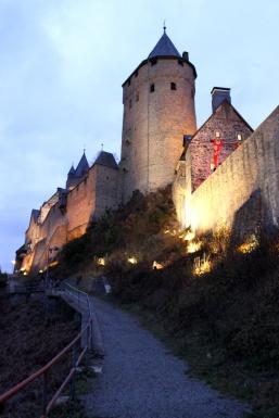 Burg Altena Seitenansicht Weg