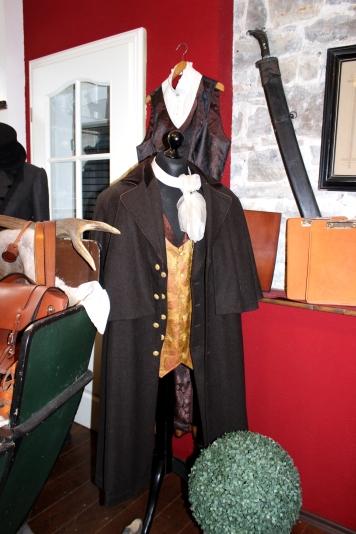 Hofsattlerei Cosack Kleidung