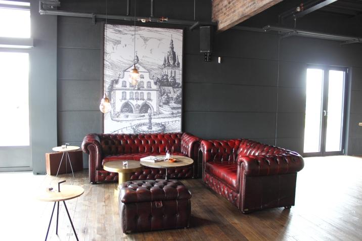 Quadro Coffee Sofa