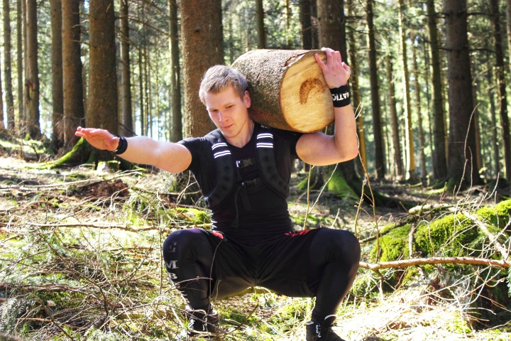 "OUTDOOR BODYWEIGHT TRAINING MIT DEM ""SAUERLANDASSASSINEN"""